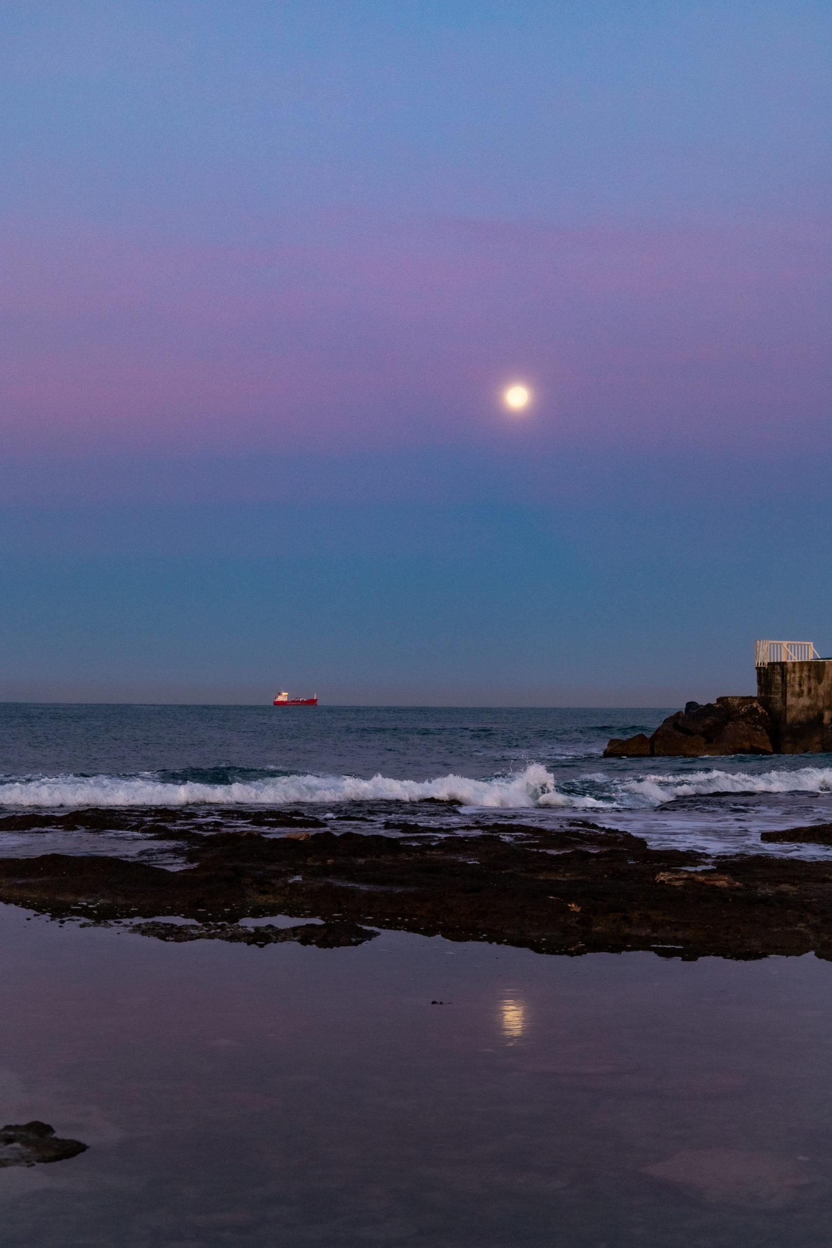 明月Mingyue – bright moon